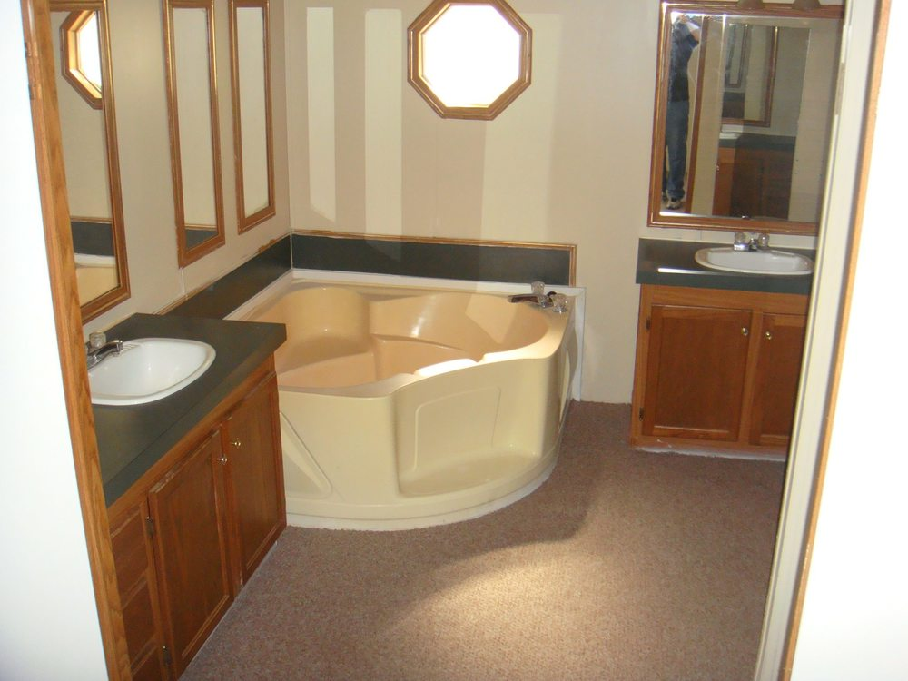 562 Bath Tub small.jpg