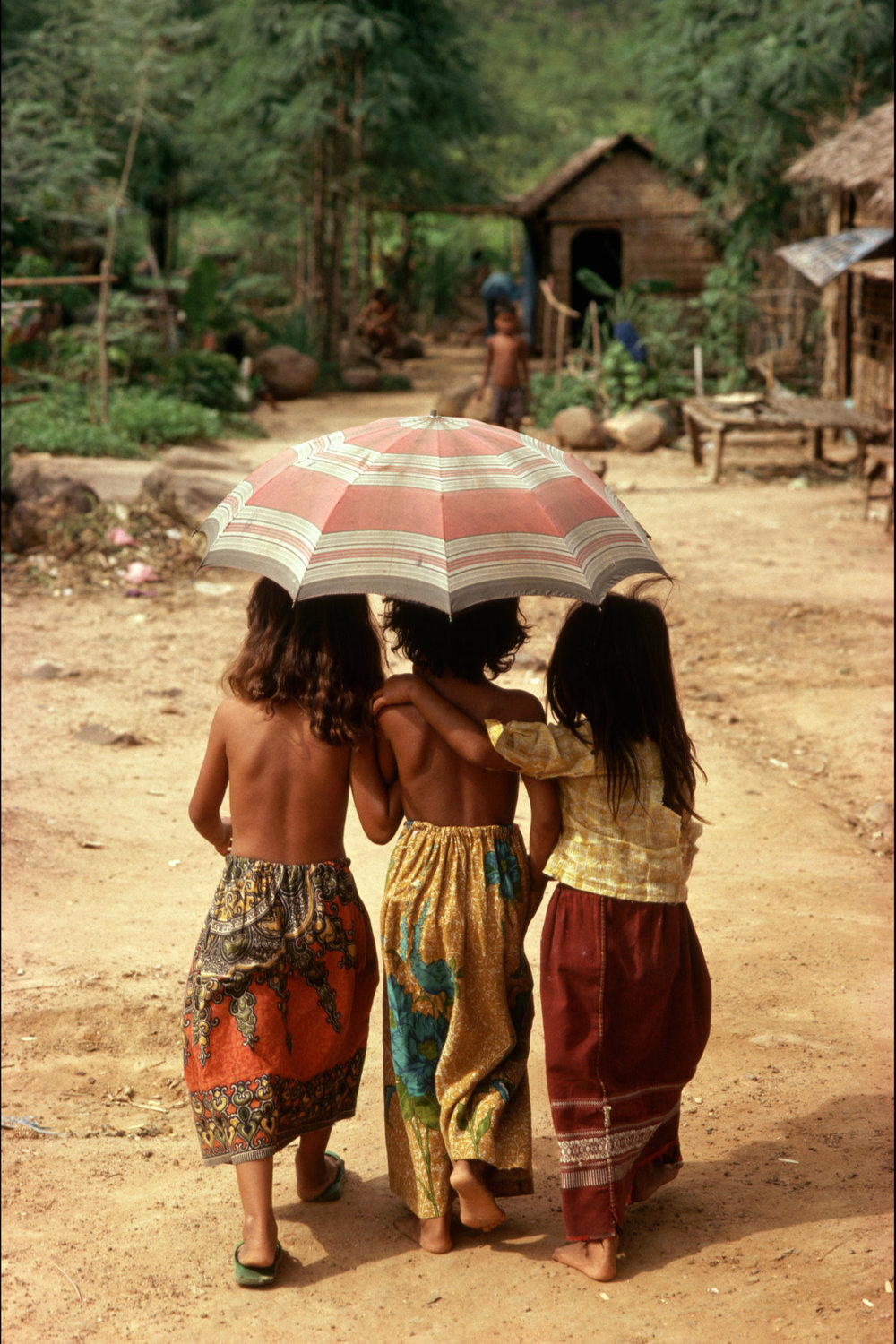 "Cambodians. 1988.<span class=""photo-essays-link""><span class=""separator"">・</span><a href=""/photo-essays"">Photo-essays</a></span>"