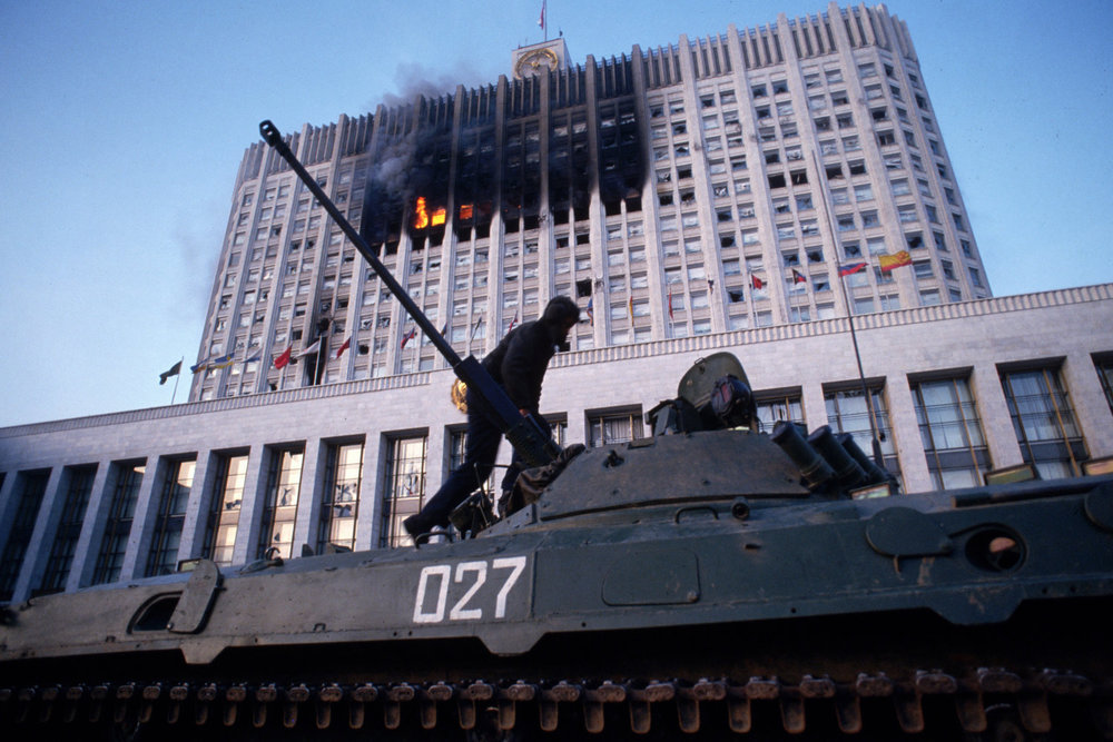"Attempted coup d'état. Moscow, Russia, 1993.<span class=""photo-essays-link""><span class=""separator"">・</span><a href=""/photo-essays"">Photo-essays</a></span>"