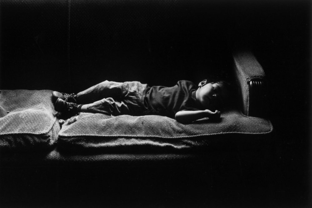 "© Peter Turnley<span class=""photo-essays-link""><span class=""separator"">・</span><a href=""/photo-essays"">Photo-essays</a></span>"