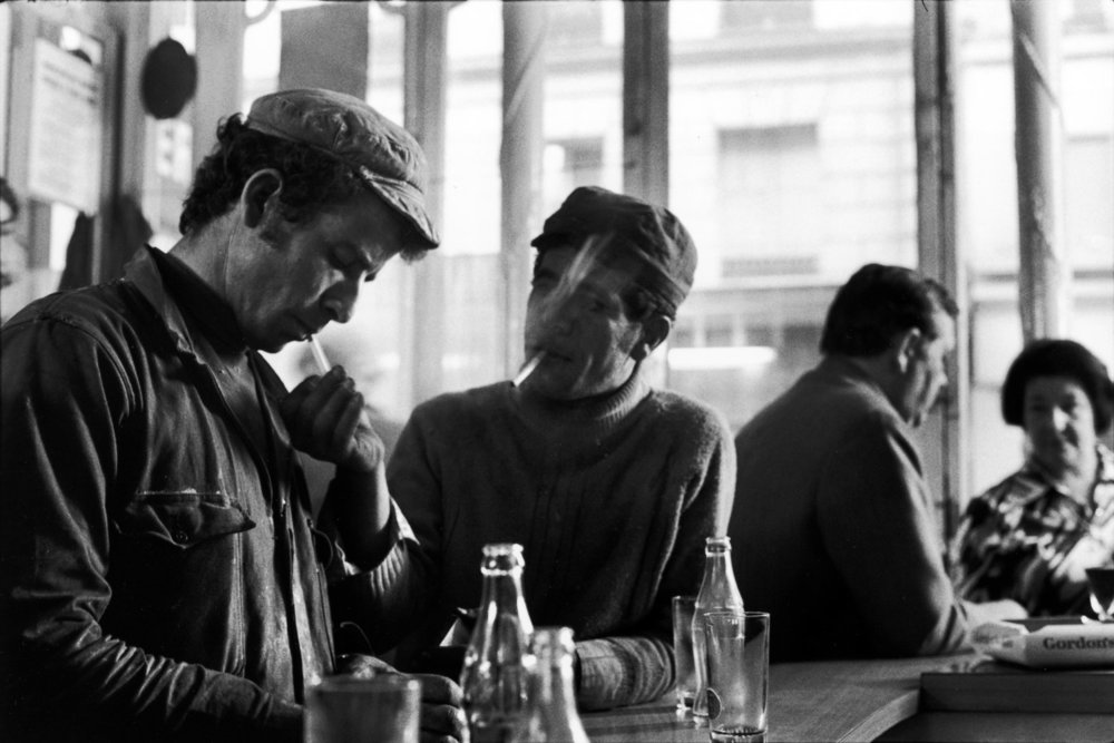 "Café, the Marais, 1975<span class=""photo-essays-link""><span class=""separator"">・</span><a href=""/photo-essays"">Photo-essays</a></span>"
