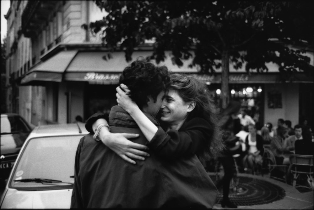 "Outside the Brasserie de l'Isle Saint-Louis, 1994<span class=""photo-essays-link""><span class=""separator"">・</span><a href=""/photo-essays"">Photo-essays</a></span>"