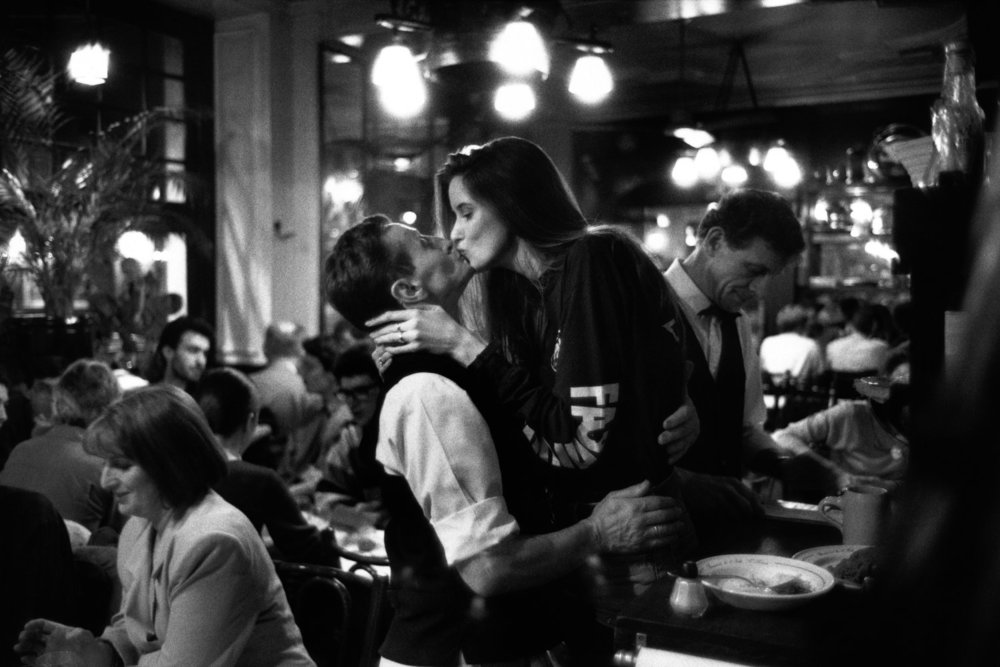 French Kiss – A Love Letter to Paris — Peter Turnley