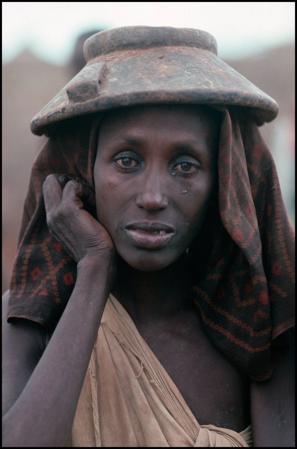 August 1992, Baidoa, Somalia --- Habiba Ali Ibrahim has lost all of her cattle and crops from theft by Siad Barre's forces
