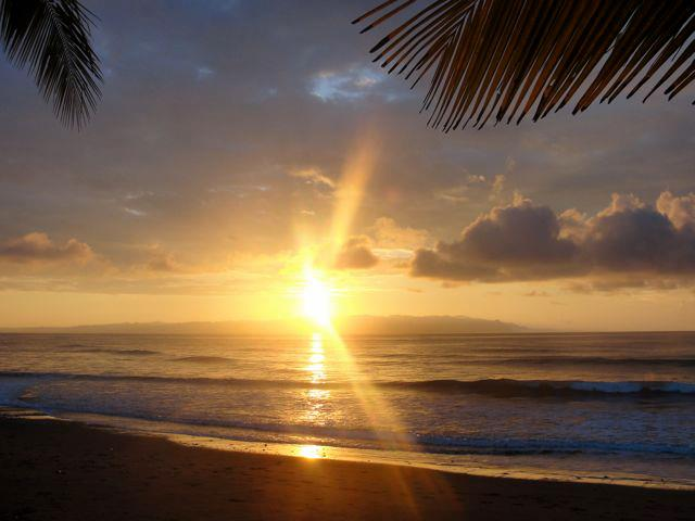 Playa Sombrero - sunrise over the Gulfo Dulce.