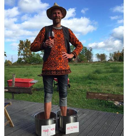 veinitegu vanade traditsioonide järgi