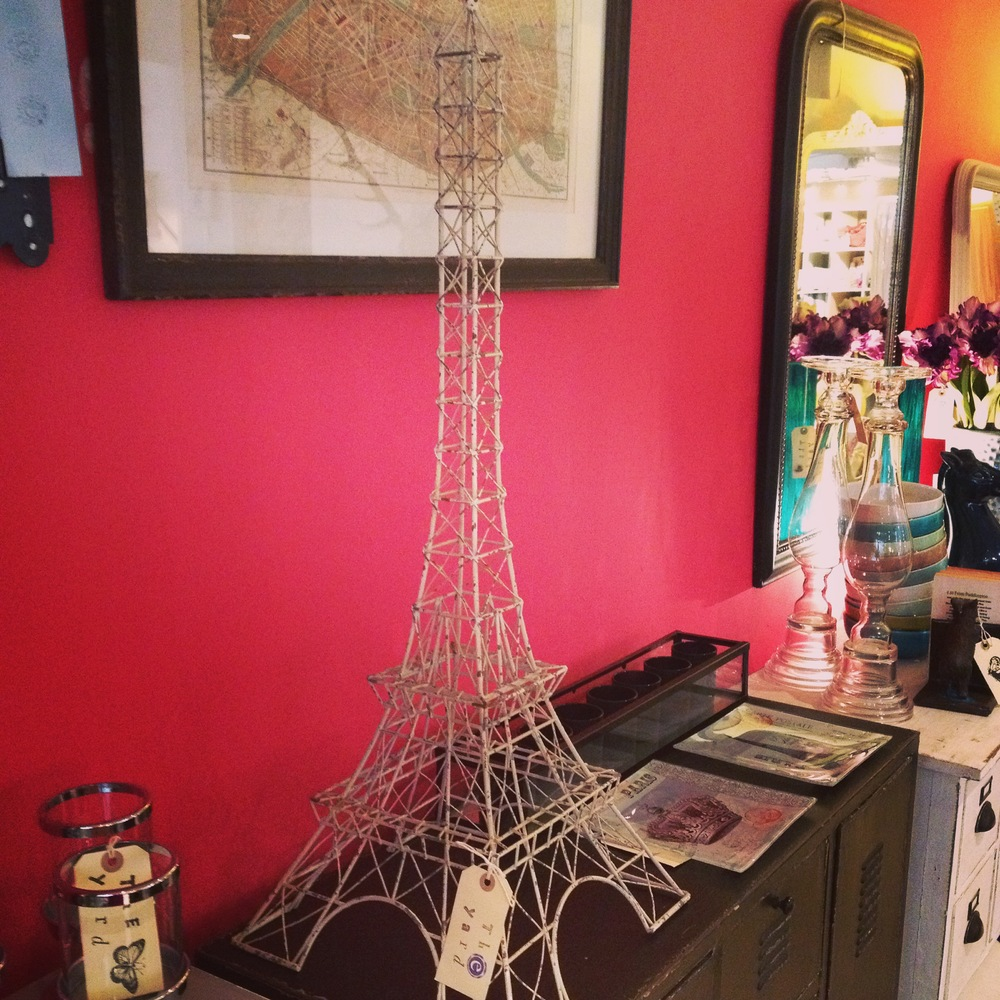 Wire Eiffel tower and Parisian glass plates