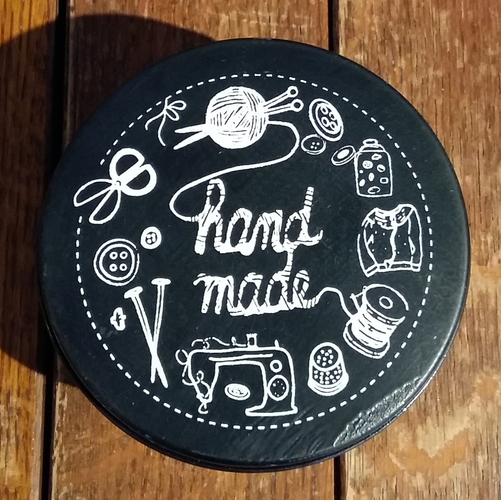 Small metal tin perfect gift for crafters only £3