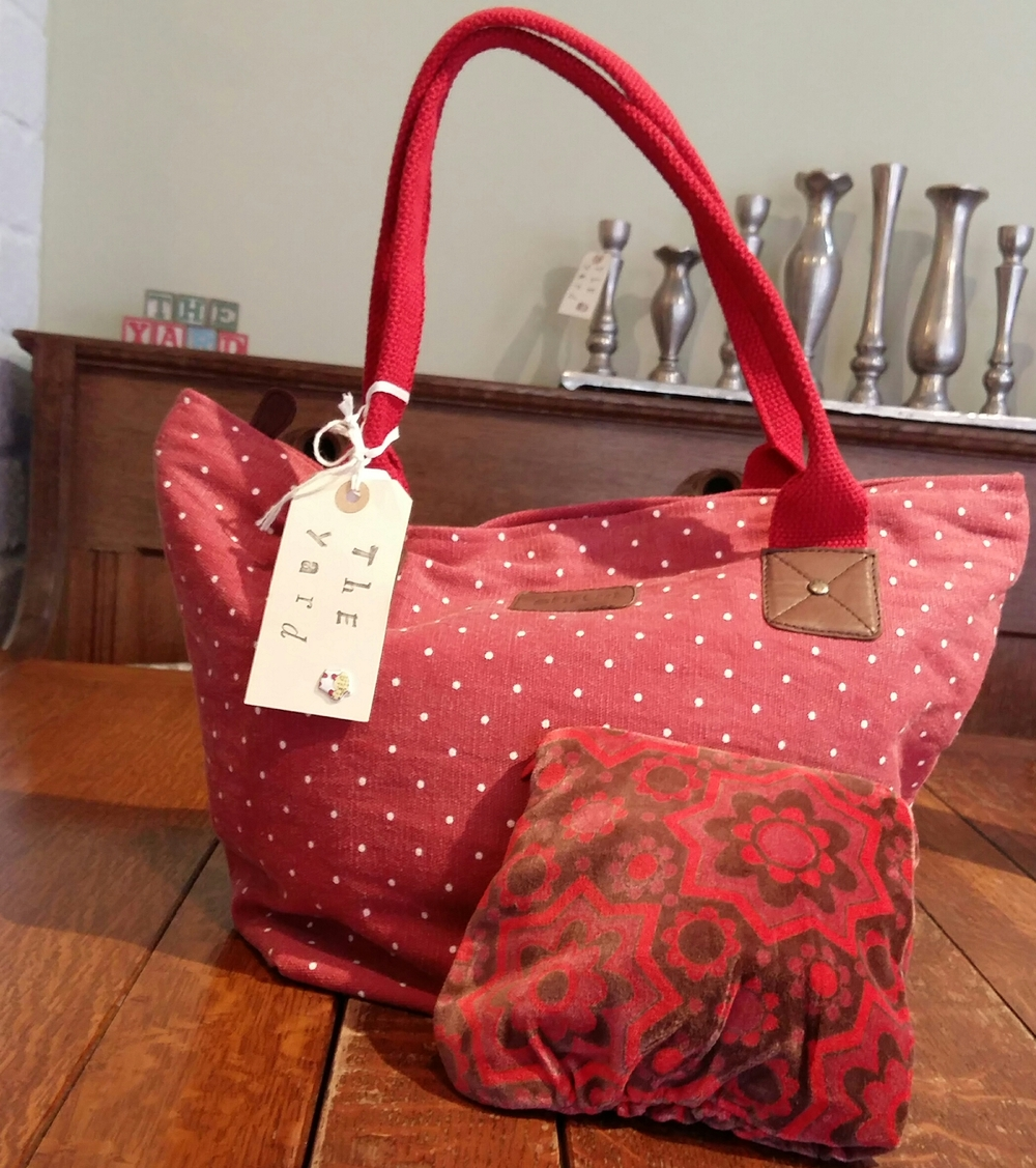 Small red spot handbag and velvet pouch