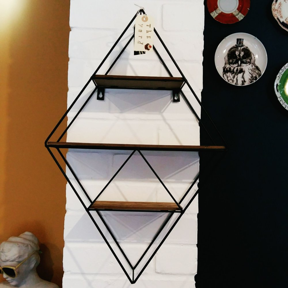 Geometric diamond wall unit