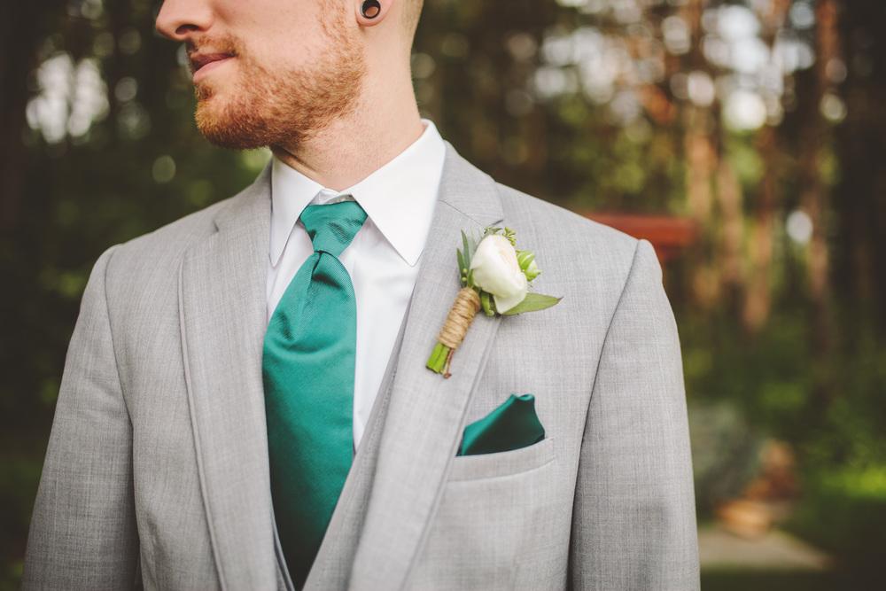 the-bees-knees-floral-design-studio-brainerd-mn-minnesota-florist-wedding-weddings-bride-greenery-ranunculus-boutonniere
