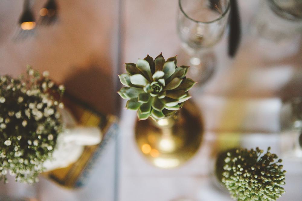 the-bees-knees-floral-design-studio-brainerd-mn-minnesota-florist-wedding-weddings-bride-greenery-vintage-decor-table-centerpiece-the-shalom-imaginative-succulent