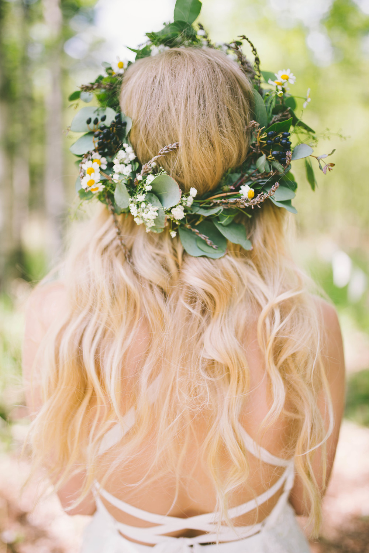 the-bees-knees-floral-design-studio-brainerd-mn-minnesota-wedding-florist-bride-sharayah-wildflower-wedding-greenery-crown-flowers