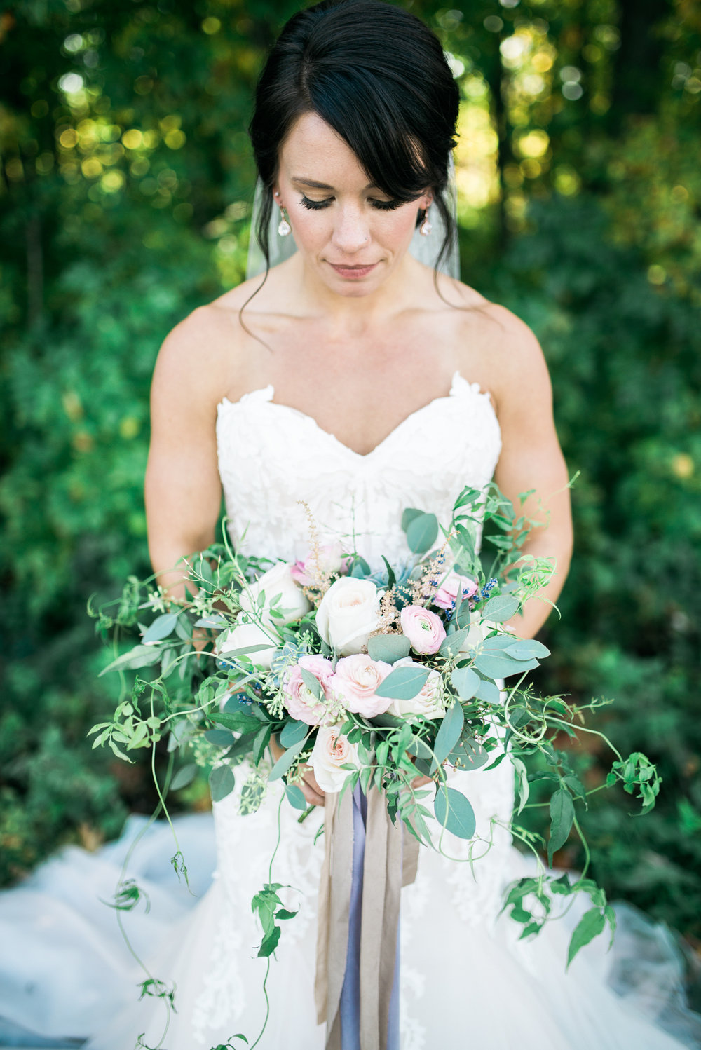 the bee's knees floral design decor minneapolis wedding flowers florist bridal florals brainerd lakes minneapols st paul twin cities st cloud duluth mankato mn florist whimsical florals wedding in the country barn wedding blush and greenery bride bouquet garden inspired loose flowing