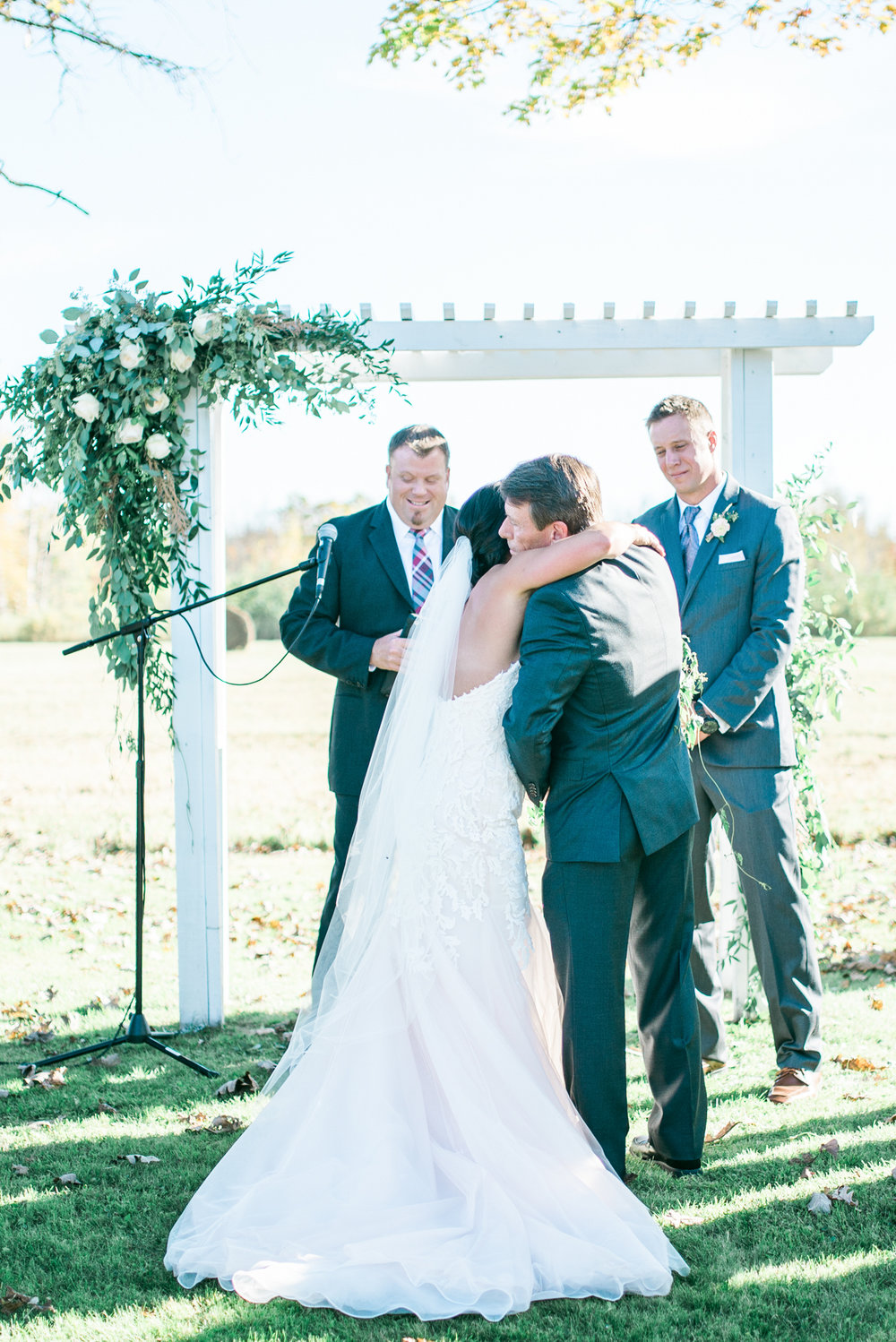 the bee's knees floral design decor minneapolis wedding flowers florist bridal florals brainerd lakes minneapols st paul twin cities st cloud duluth mankato mn florist whimsical florals wedding in the country barn wedding blush and greenery bride bouquet garden inspired loose flowing silk and willow ribbon tablescape table centerpiece moss blush flowers outdoor wedding