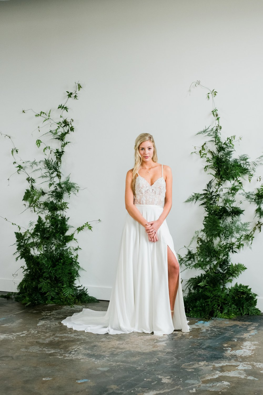 fern + floret botanial mn editorial floral design | central minnesota brides magazine | editorial florist installation | tim larsen photography | np event space storehouse 1531