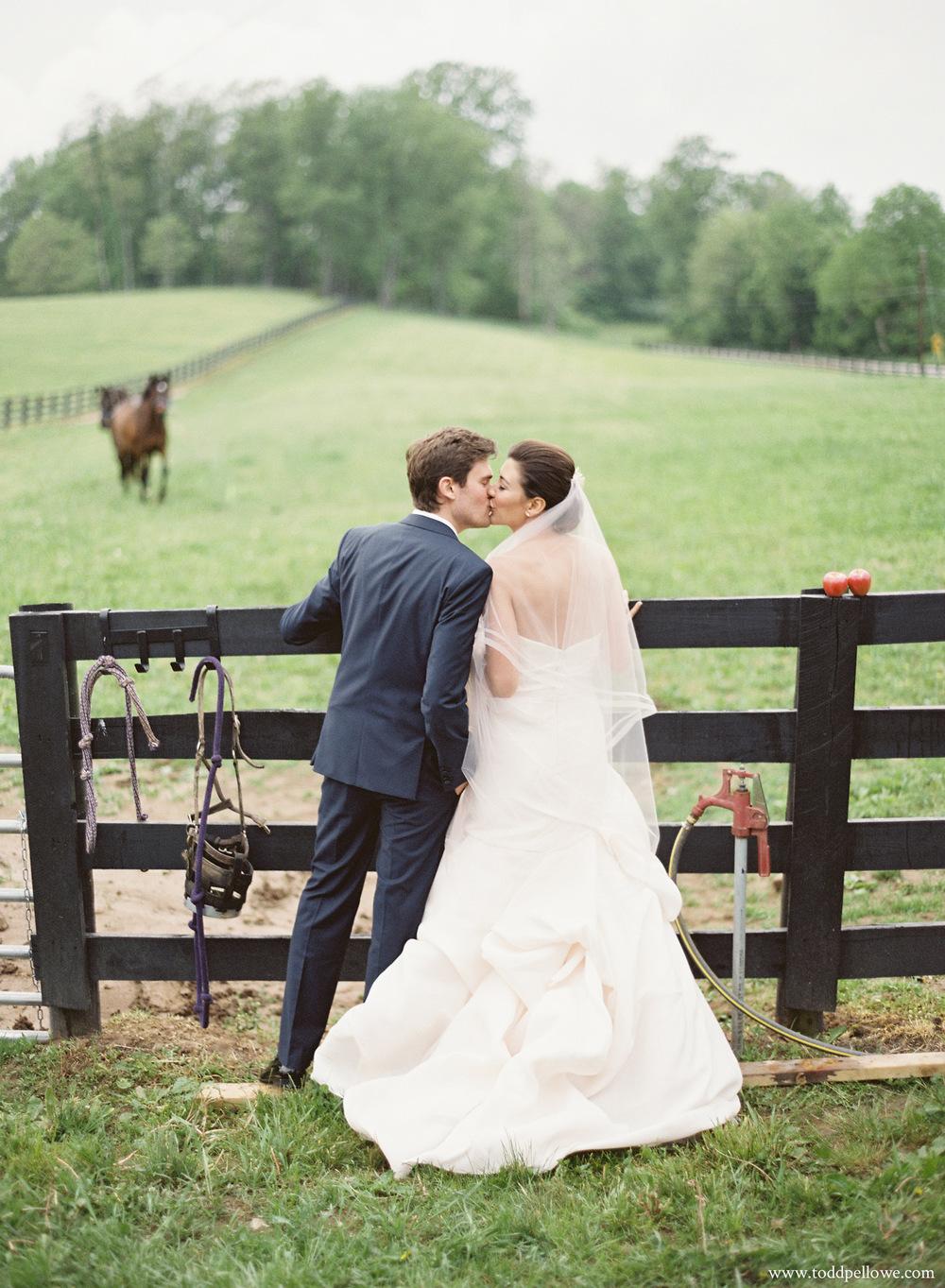 34-kentucky-farm-wedding-photography-008.jpg