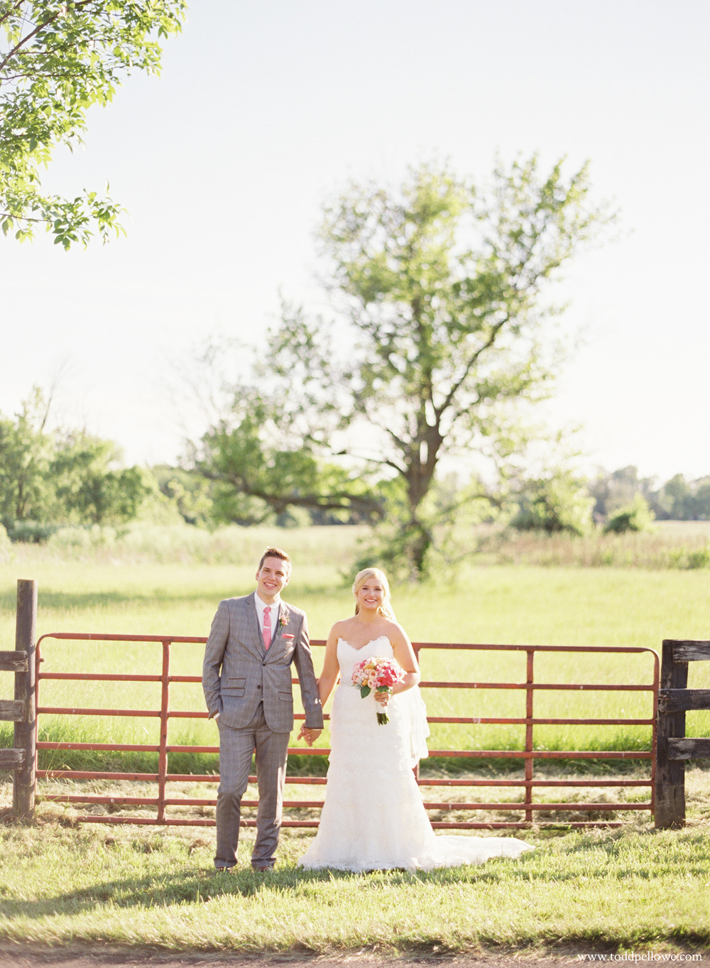 33-gingerwoods-farm-wedding-photography-006.jpg