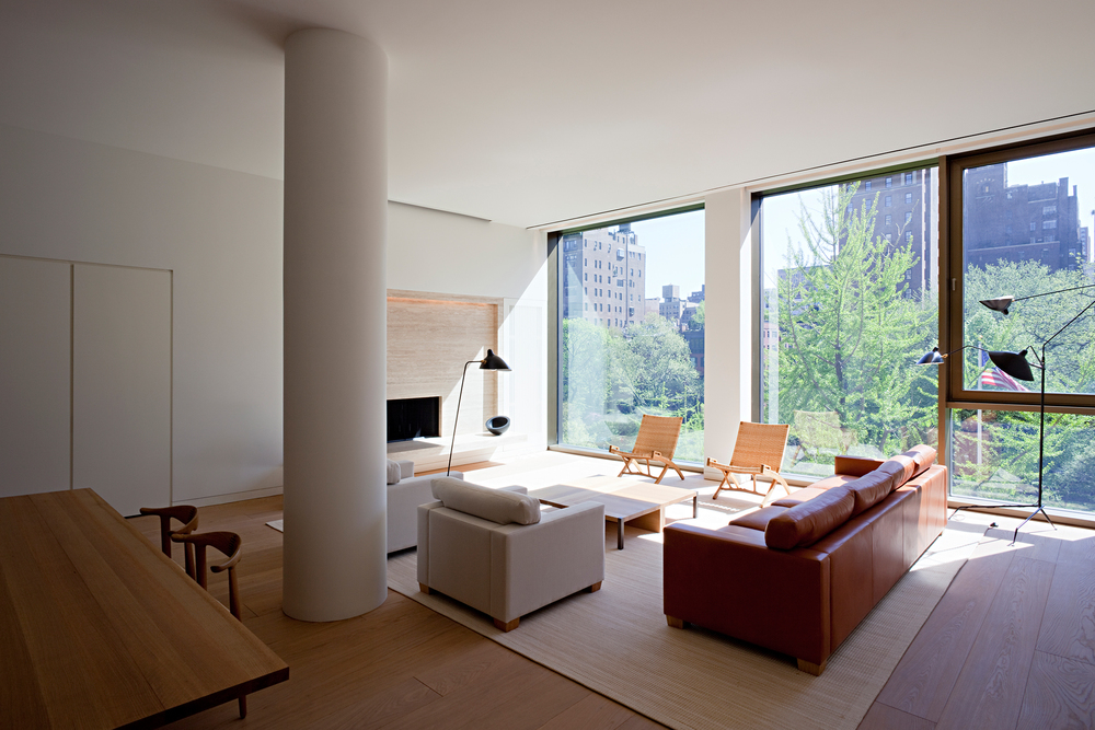 A living room at 50 Gramercy Park North, designed by Anda Andrei. (Photo: Gilbert McCarragher)