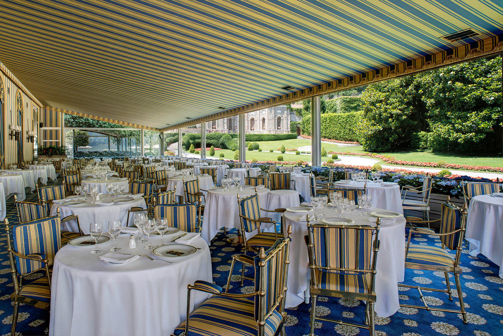Outdoor seating at Villa d'Este. (Photo: Courtesy Villa d'Este)