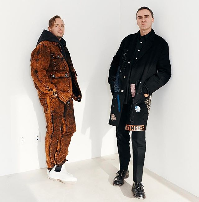 Take a deep dive into the practice of #SterlingRuby. In our 2017 Spring Fashion issue, Sterling and #RafSimons discuss their latest collaboration for Simons's the debut @calvinklein collection.  Link in bio. ➡️➡️ (Photo: @weston.wells) #surfacemag