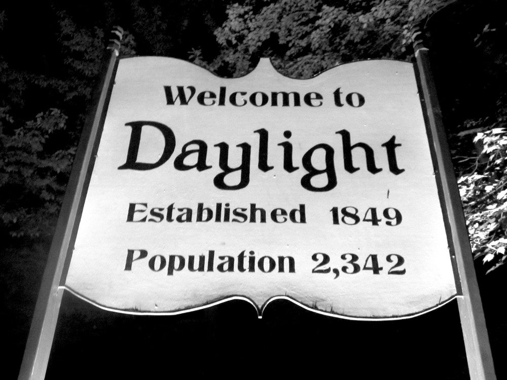 Daylight sign 5.JPG