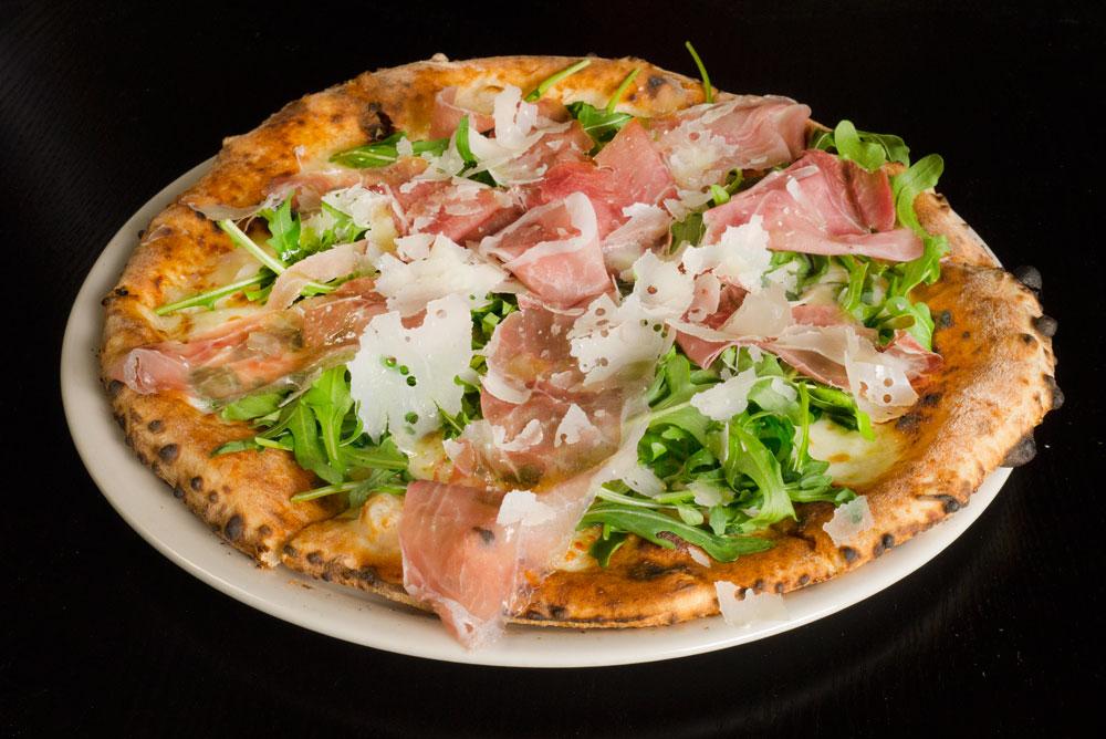 food_pizza_biancha_prosciutto_e_arugola_alt.jpg