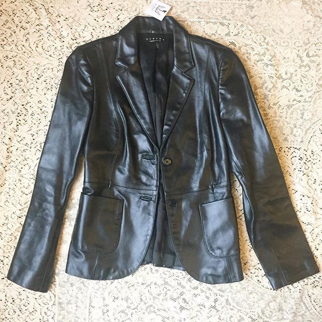 Gorgeous and badass black leather blazer! Quality Italian leather, tailored cut with button front. Sz XS $124