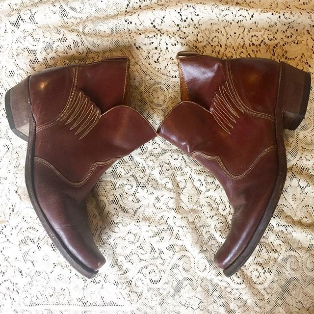 Winged men's boots by Acme. Western style toe and detail stitching! Sz 13 $38