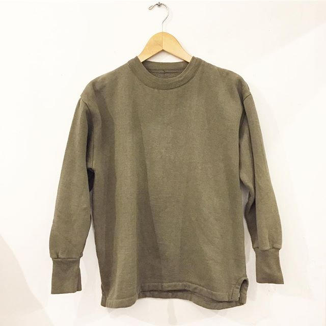 Deadstock Euro sweatshirt in olive green. Super soft and comfy, loose cropped best for a SZ S lady! $38