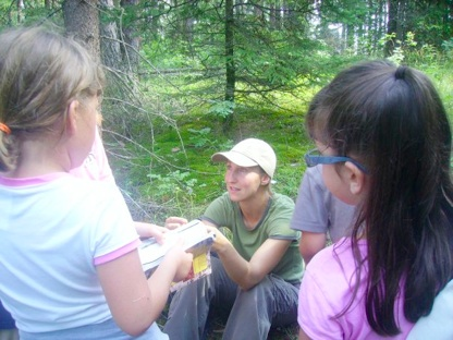 Elizabeth Beckolay teaching youth about ecology
