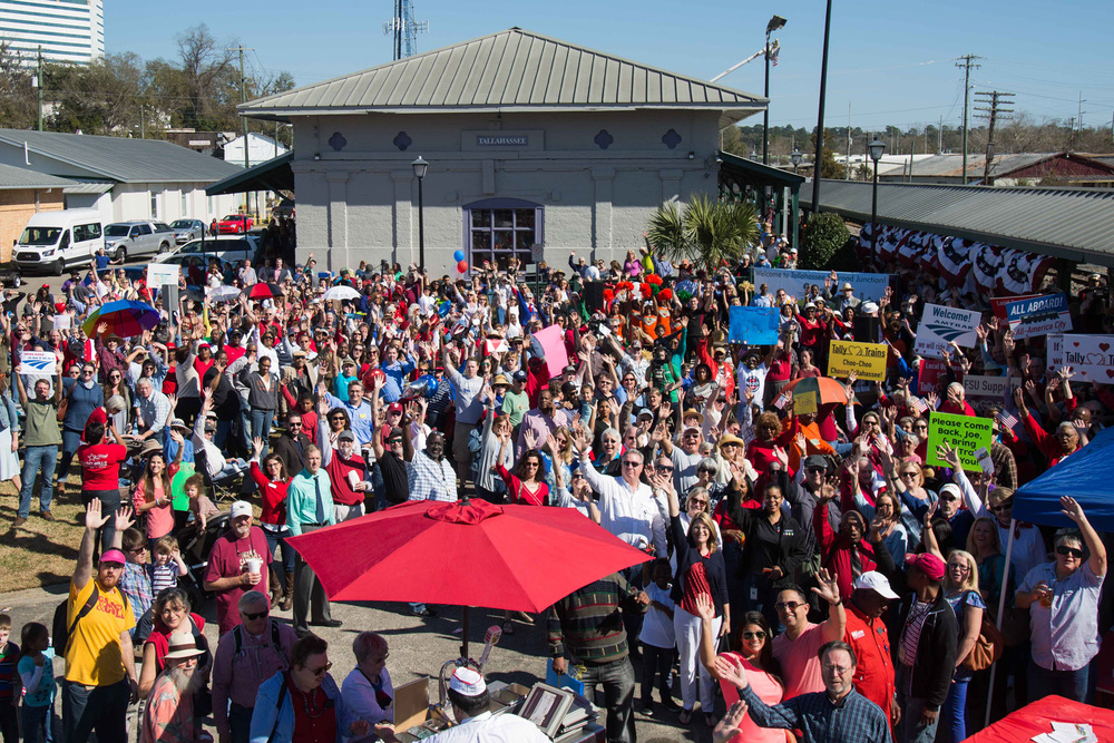Tallahassee crowds gather for train's arrival