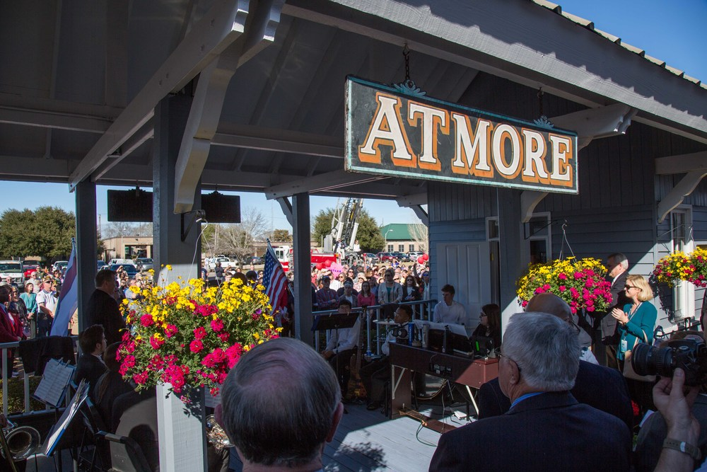 Crowds gather in Atmore |  Photo credit  Marc Glucksman/Amtrak