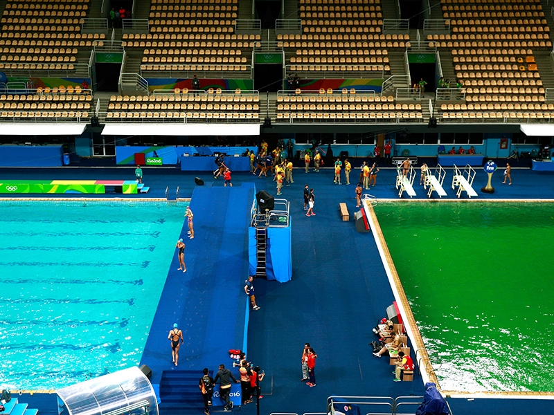 Green discoloration of the Rio Olympics Diving/Water Polo pool.