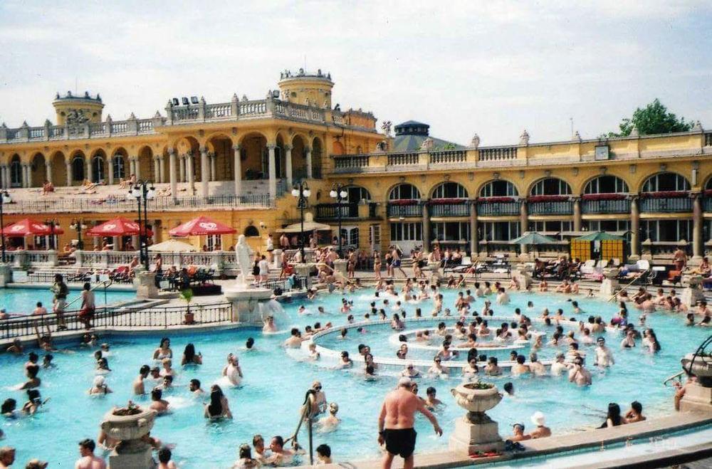 Szicheny thermal baths.