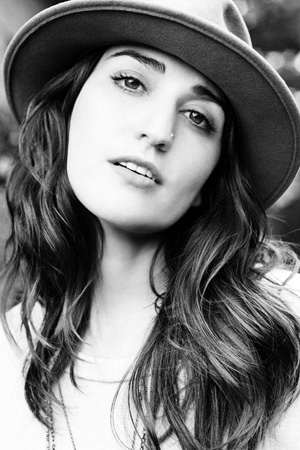 Sony Recording artist Sara Bareilles made a New York City tour stop and graced the iTunes stage performing songs from her new album Kaleidoscope Heart.