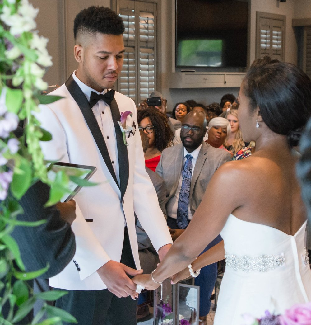Take a look at this couples classy and dream-filled day…. Meet the Allens!