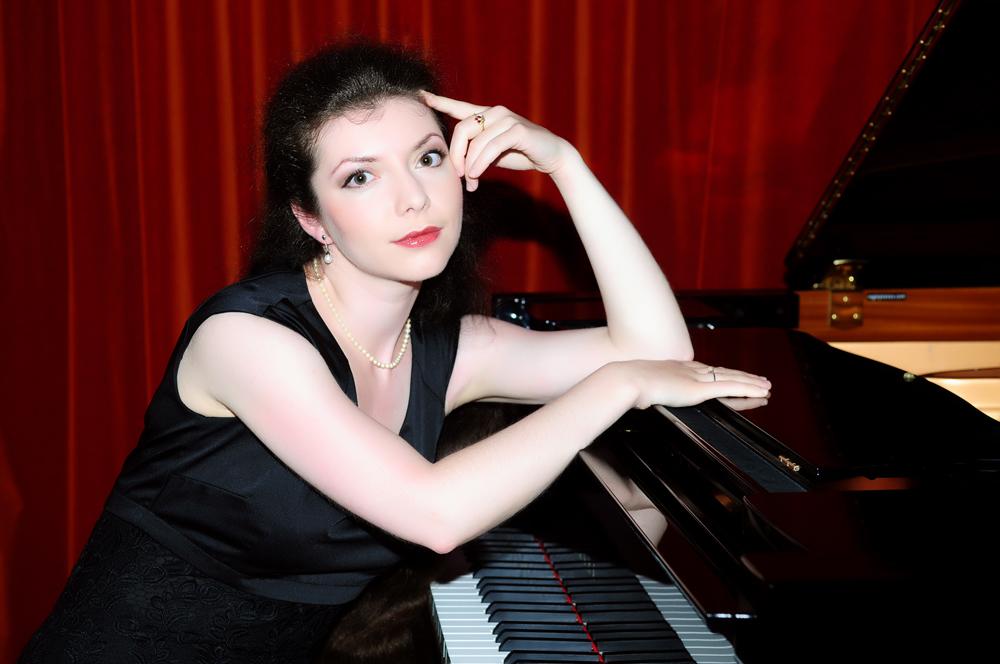 Sofja GÜLBADAMOVA (piano)