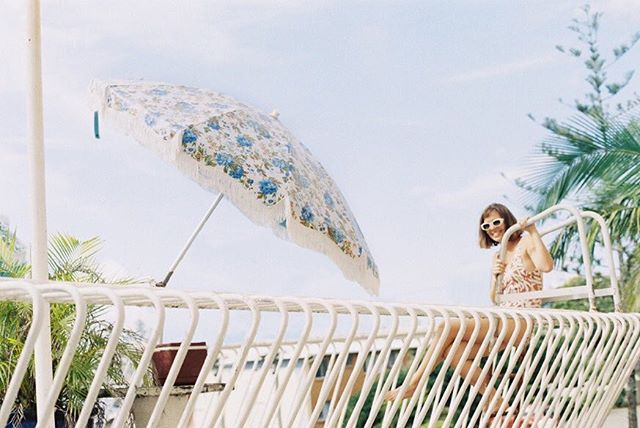 Jumpin' into Monday. #35mm magic thanks to @maddisonmathilde #beachumbrella #sunnydays #chasthesun #vintage #umbrella