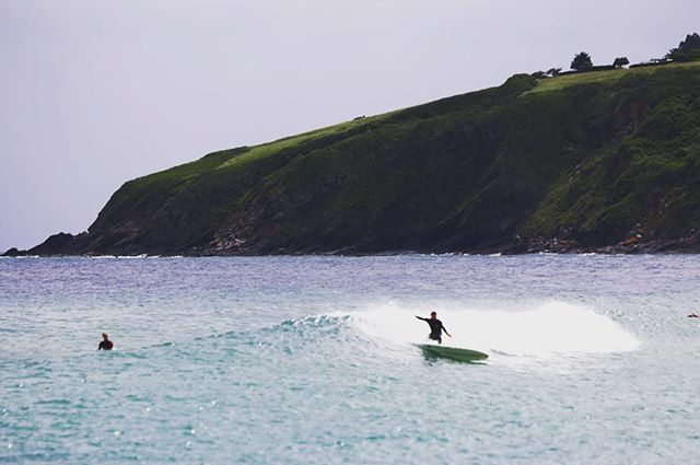 Mystical Mundaka river-mouth fade backs. Shot thanks to @kaielliceflint and surf thanks to @robbiewarden aka the stubborn bastard.. Good call! Was a fun session and last few days! @mego_my_lego looking forward to seeing the film😍👌