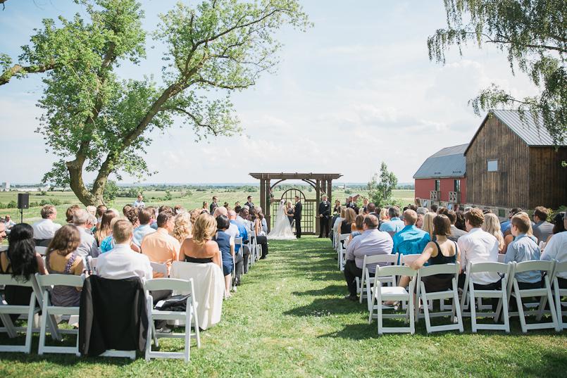 earth-to-table-barn-hamilton-wedding-054 (1).jpg