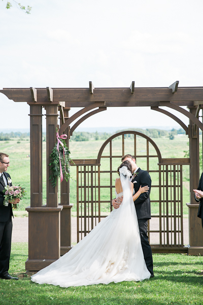 earth-to-table-barn-hamilton-wedding-060.jpg