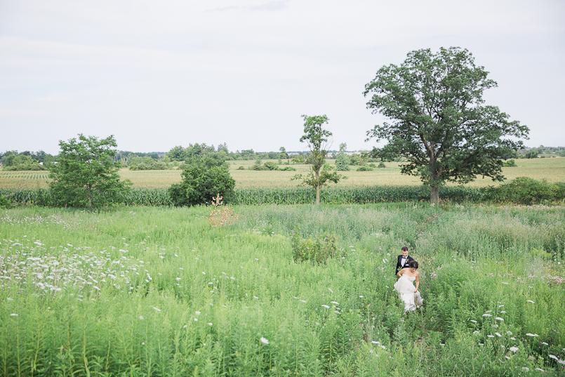 earth-to-table-barn-hamilton-wedding-074.jpg