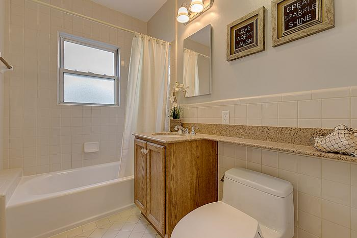 bathroom1_700.jpg
