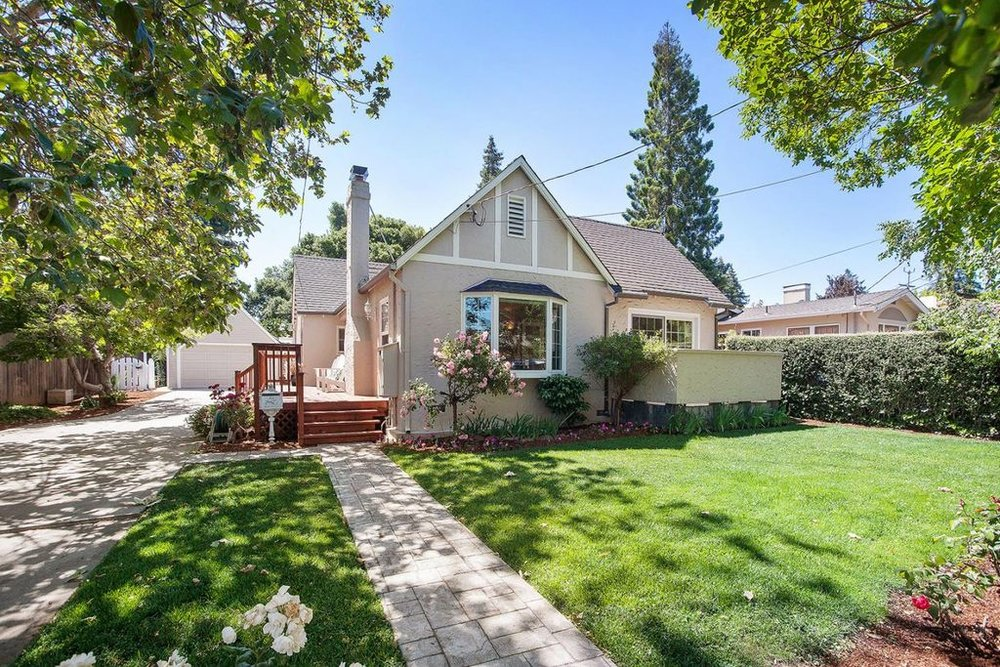 37 Avondale Ave. Sold for $1,600,000.