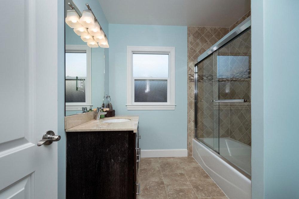 460 King St Redwood City CA-large-021-11-Bathroom-1500x1000-72dpi.jpg