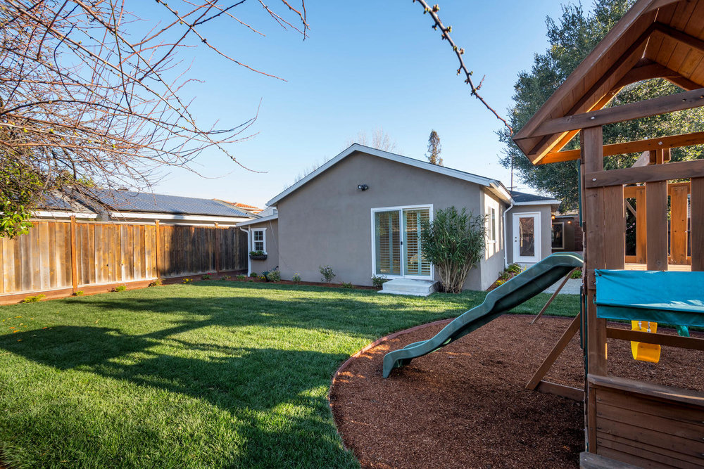 460 King St Redwood City CA-large-026-23-Back Yard-1500x1000-72dpi.jpg