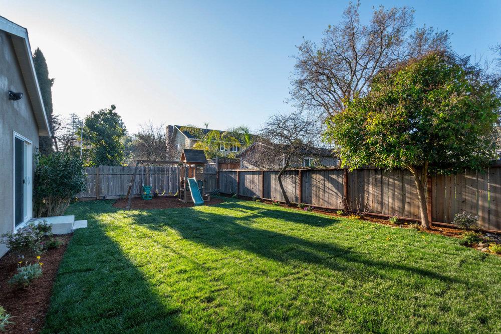 460 King St Redwood City CA-large-027-12-Back Yard-1500x1000-72dpi.jpg