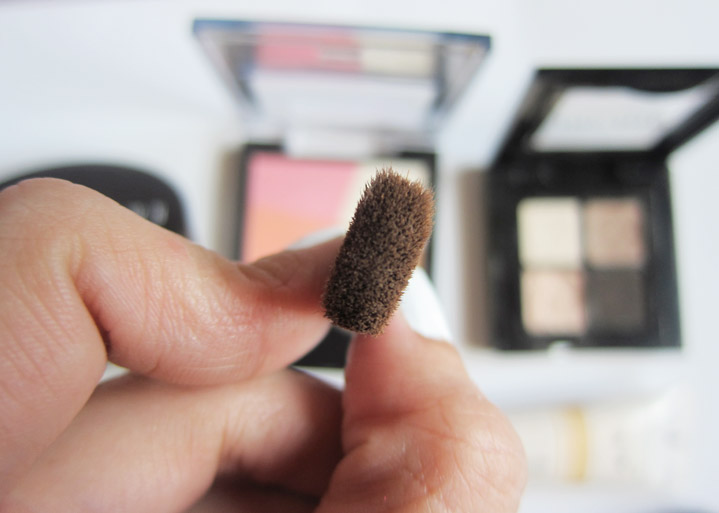 Side view of the brush, it applied and blended the powders very well.