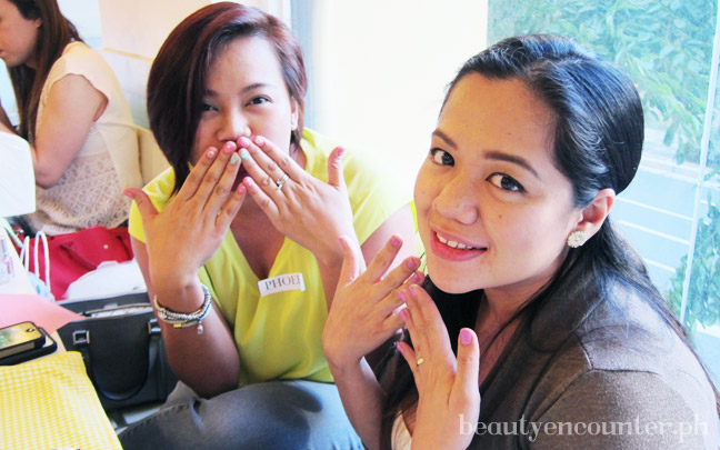 Beauty bloggers Phoebe of phoebeann.me and Shen of Shen's Addiction with their fresh manicures